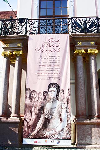 Cartel exposición museo Palacio Real Sissi Emperatriz Gödöllő Hungría