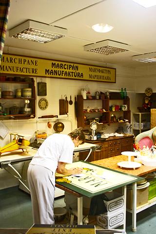 Trabajadora interior Museo Mazapán Szentendre Hungría