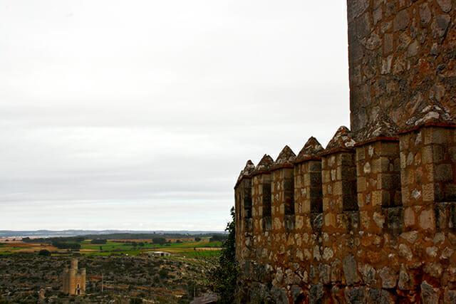 Vistas almenas murallas castillo Alarcón