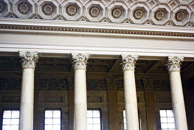 Columnas corintias Museo de Bellas Artes de Hungría Budapest