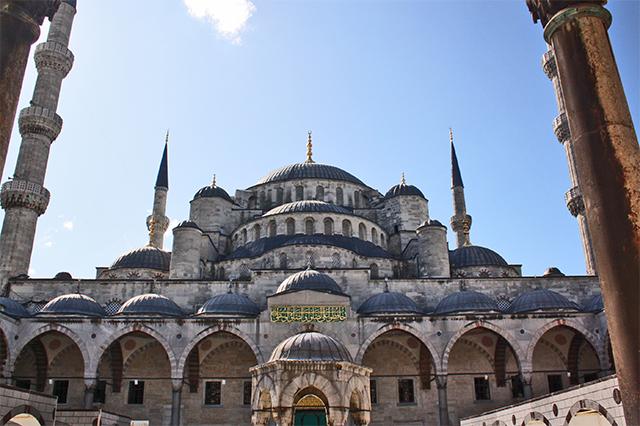 Foto frontal cúpulas Mezquita Azul Estambul