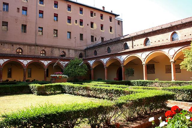 Claustro flores Iglesia San Francisco siglo XIII Bolonia