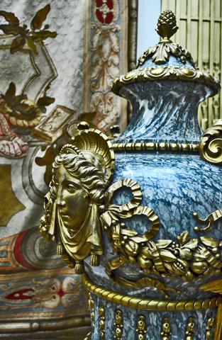 jarrón mármol porcelana diosa interior Castelul Peles Sinaia Rumanía