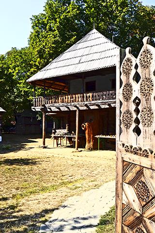 Vivienda típica madera Museo de la Aldea Bucarest