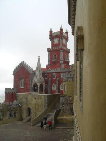 Torres rojas patio Palacio da Pena