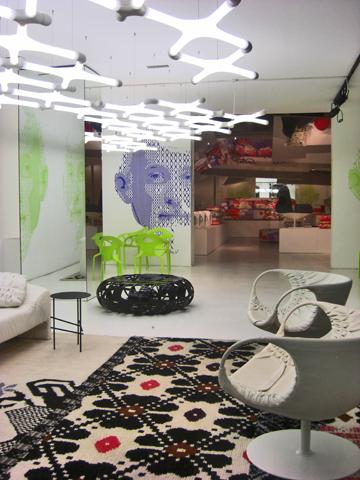 Escaparate tienda diseño italiano vía Pisani Milán