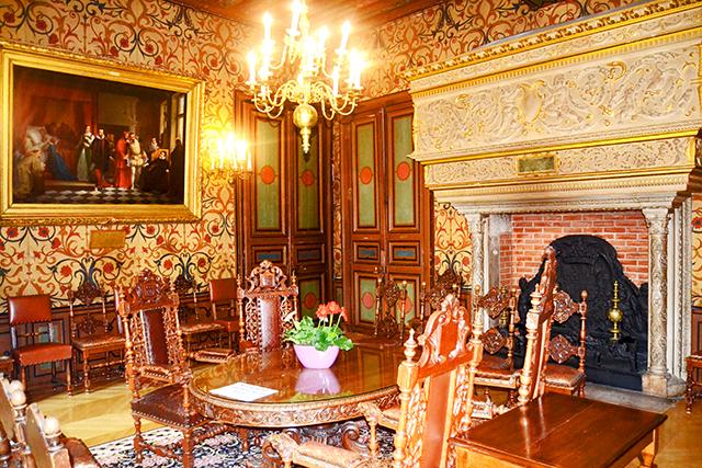 Decoración barroca salón apartamentos hotel Groslot Orléans