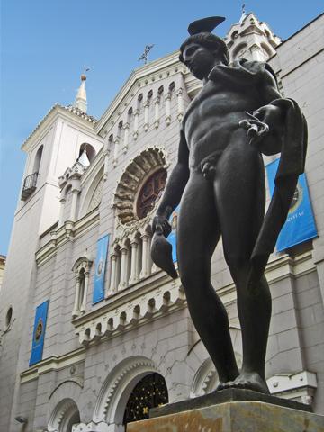 Escultura fachada ecléctica Iglesia San Bartolomé Murcia