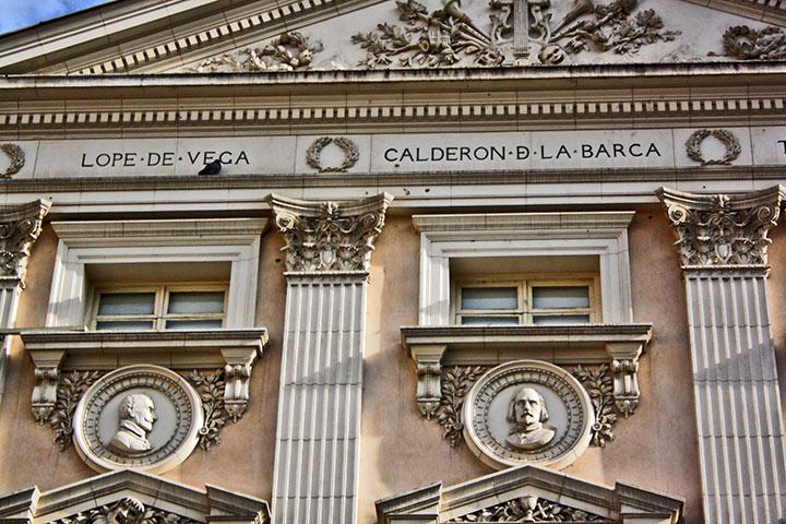 Decoración relieves fachada Teatro Español Madrid