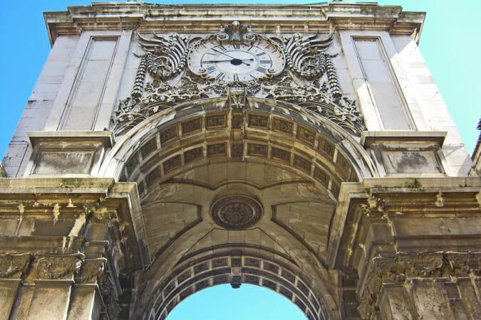 Arco triunfo reloj Plaza Comercio Lisboa Portugal
