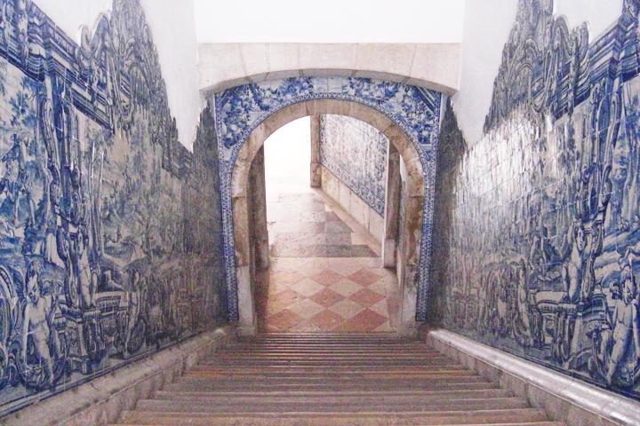 Escaleras e interior Museo Nacional del Azulejo Lisboa