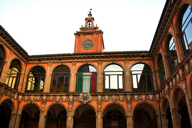 Patio interior Palazzo Archiginnasio Bolonia