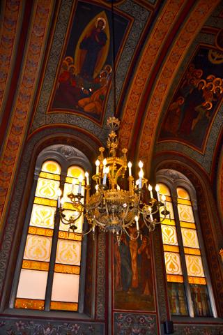 Candelabro dorado decoración Iglesia ortodoxa Brasov