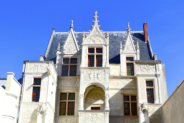 Fachada ventanas Hotel Gouin Museo Arqueológico Tours