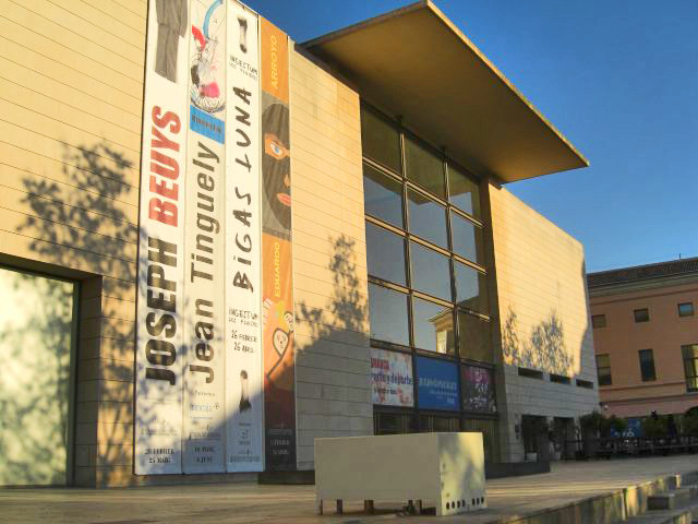 Fachada entrada exposiciones IVAM Instituto Valenciano de Arte Moderno Valencia