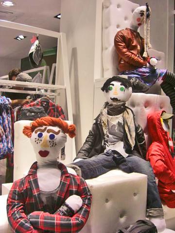 Maniquíes tienda ropa diseño escaparate centro Mián
