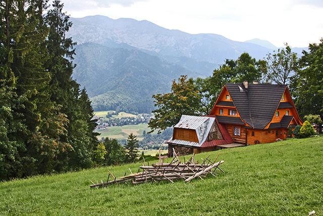 Mansión madera ladera bosques Montes Tatras Zakopane Polonia