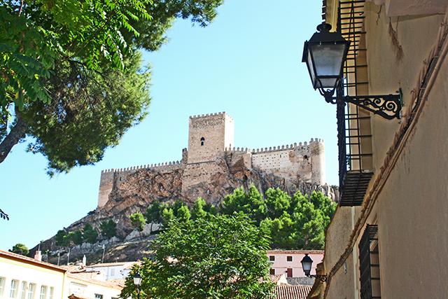 Vistas Castillo Almansa plaza San Agustín farola