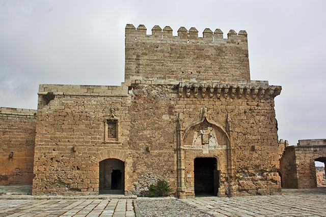Torre Homenaje piedra murallas alcaide Almería