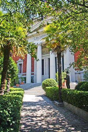 Fachada entrada Real Academia Española de la Lengua RAE Madrid