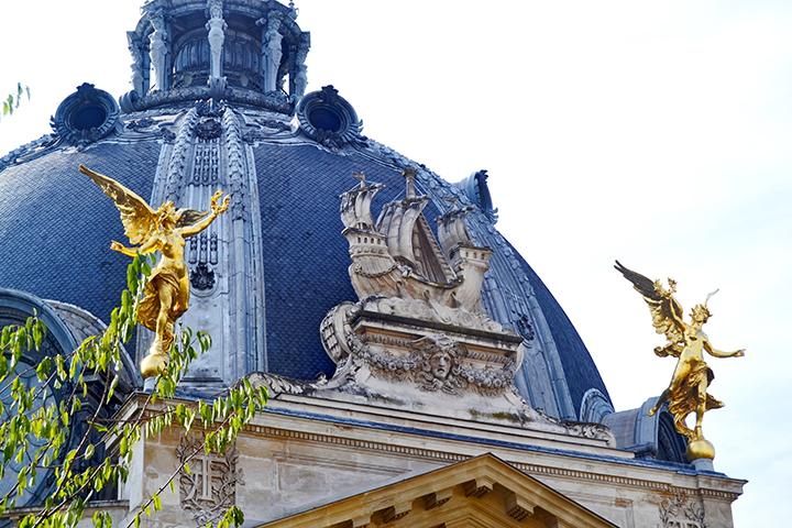 Decoración oro esculturas ángeles barco cupula Museo Bellas Artes París