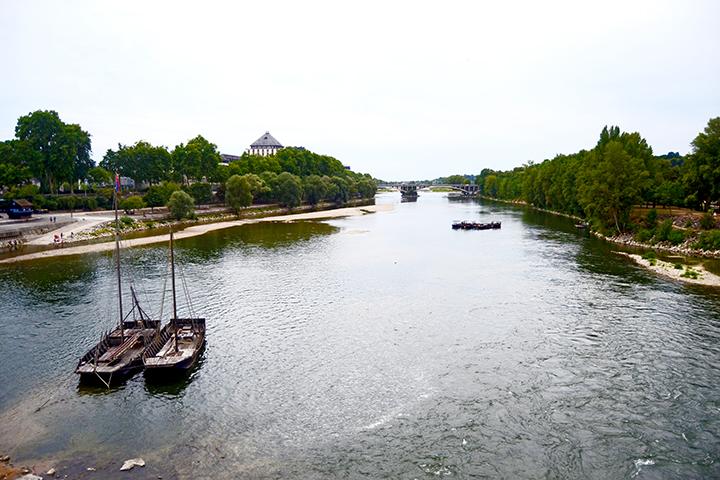 Puente Pierre Isla Simón barcas río Tours
