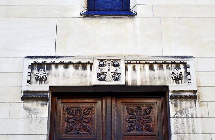 Decoración puertas piedra madera Le Tour de Charlemagne Tours