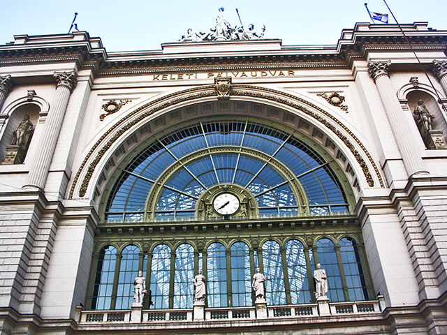 Fachada Estación central tren Nyugati Budapest