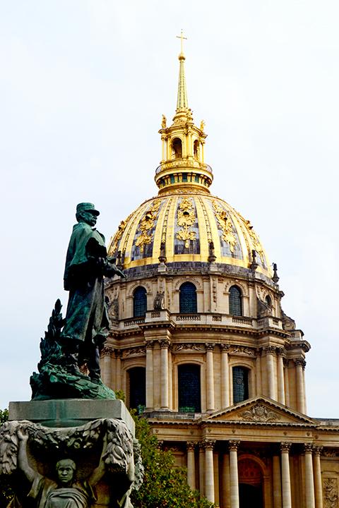 Escultura general cúpula oro Hotel Los Inválidos Napoleón París