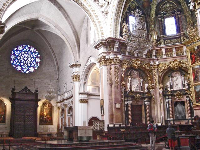 Decoración altar mayor baptisterio interior Catedral Basílica Valencia