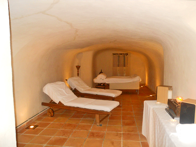 Sala masaje chill out hotel con encanto Barranco Encanta Alicante