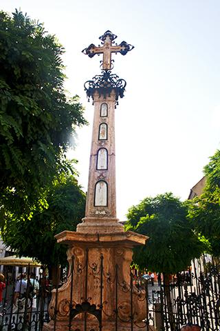 Plaza Fő Cruz Serbia centro histórico Szentendre Jungría