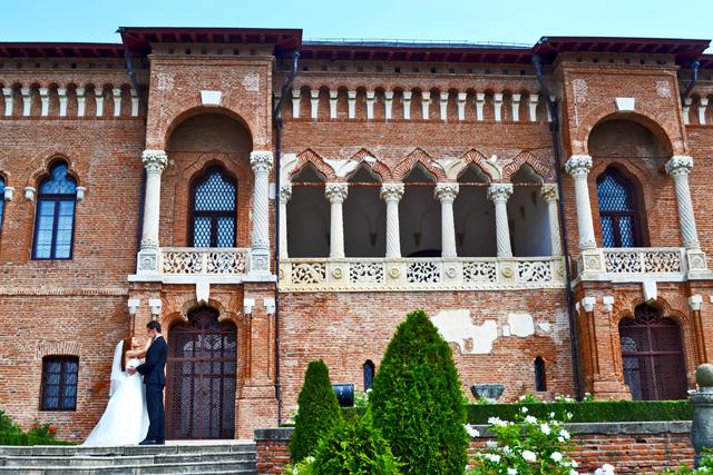 Novios boda posado palacio Mogosoaia Rumanía