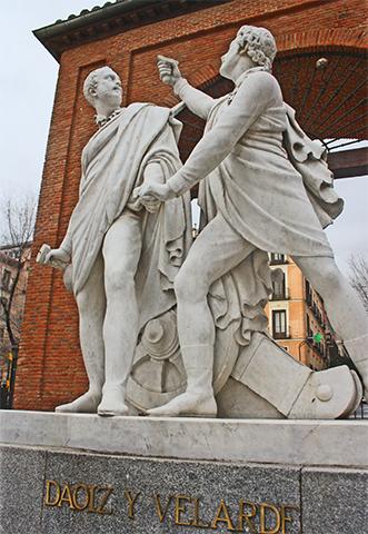 Esculturas oficiales artillería Plaza 2 de Mayo Madrid