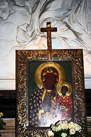 Retrato virgen negra Czestochowa iglesia Cracovia