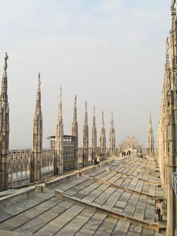 Pináuclos tejado Duomo Milán