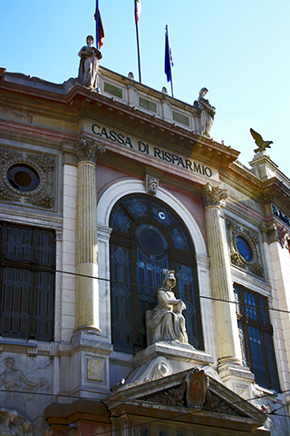 Fachada Cassa di Rasparmio esculturas Padua