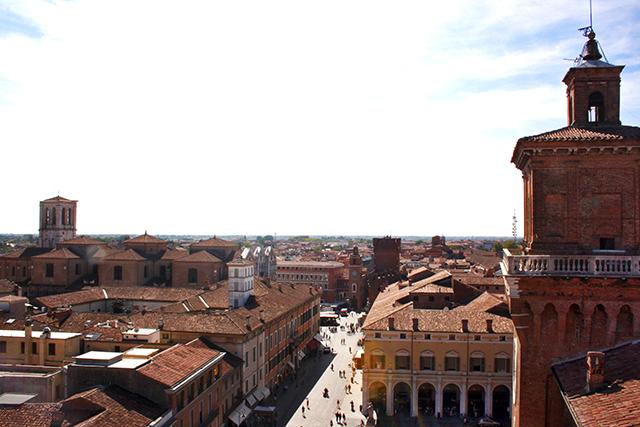 Vistas panorámica Plaza Catedral catillo San Miguel Ferrara