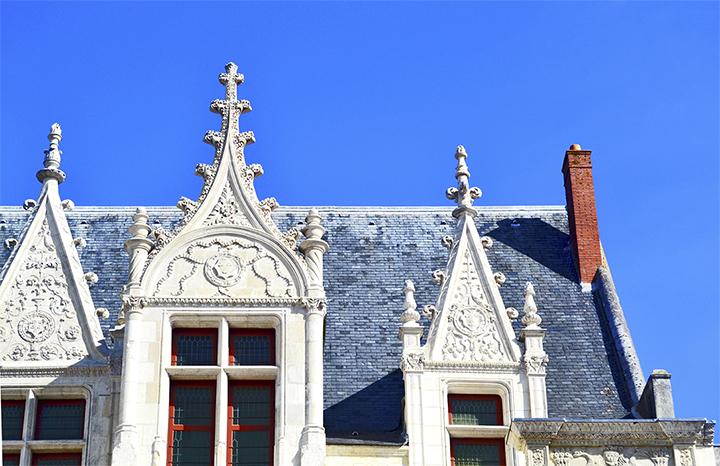 Detalle decoración remates fachada hotel Gouin Tours