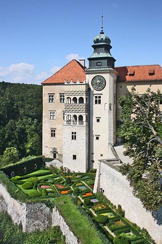 Fachada castillo Pieskowa Skala parque nacional Ojców Polonia