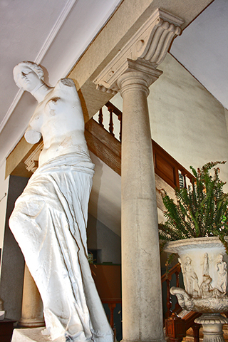 Busto Venus Milo interior Escuela Arte Almería