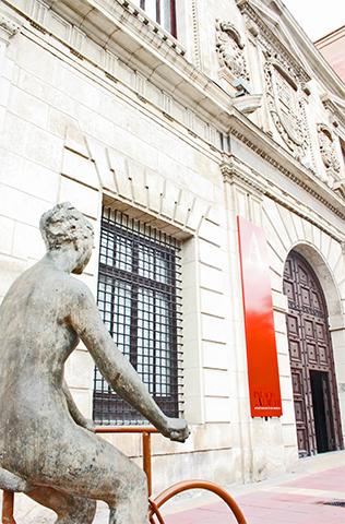 Escultura bicicleta Palacio Almudí Murcia