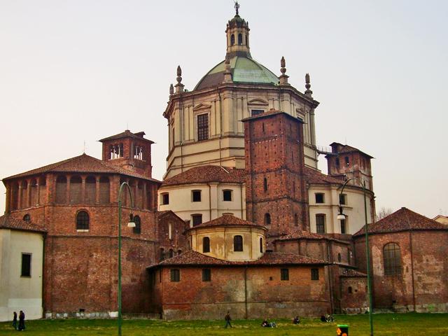 Parte trasera Iglesia San Lorenzo Milán