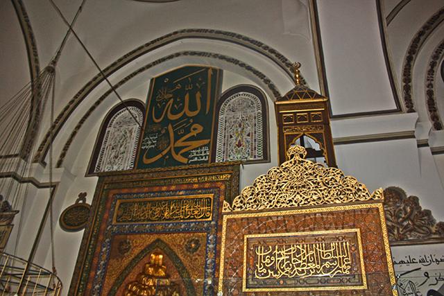 Decoración oro interior Mezquita verde Bursa Turquía
