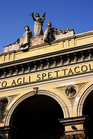 Esculturas fachada Teatro Arena Bolonia