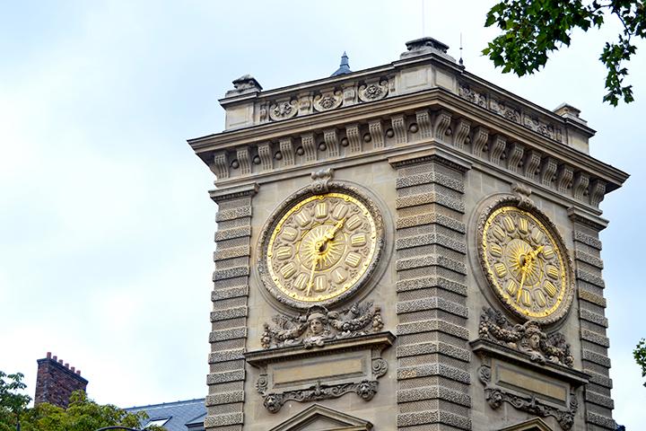 Torre reloj oro iglesia Saint Germain París