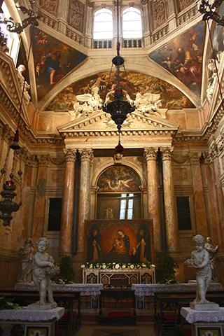 Interior altar mayor Iglesia Santa Anastasia Verona