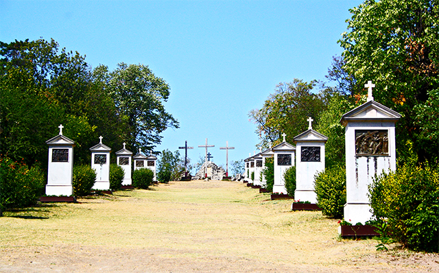 Colina tumbas hilera Tihany lago Balatón Hungría