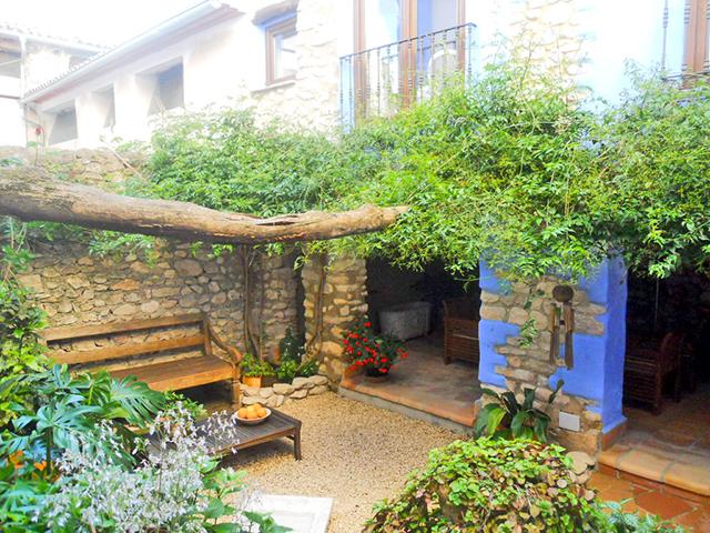 Patio interior flores plantas capricho Portuguesa Benali Alicante