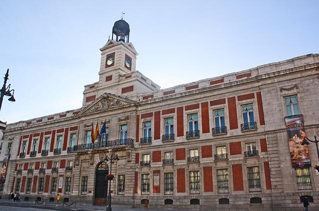 Fachada edificio Comunidad Madrid plaza Mayor campanadas centro histórico